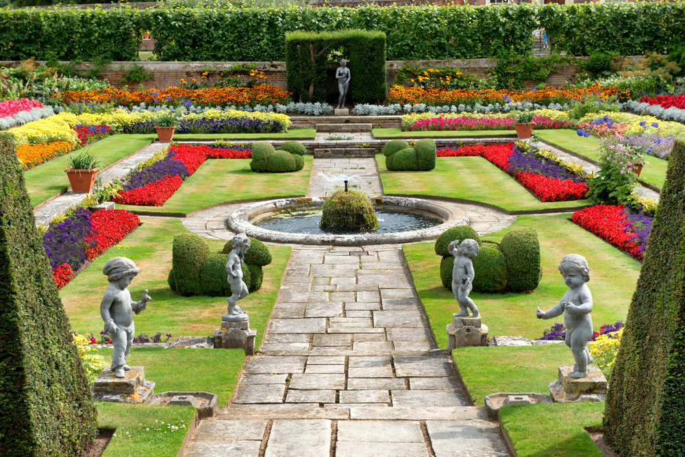 Roses In Garden: Gardens In London: Gardens Which You Mustn't Miss Visiting