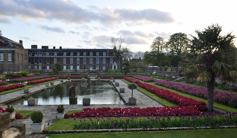 kensington gardens in spring in London