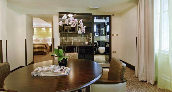 London City Suites By Montcalm Reception